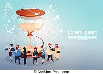 concept, groupe, gens, ouvriers, gadgets, mélange, course, brain-storming, utilisation, éloigné, date limite