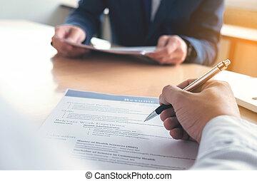 concept, hervatten, vervolledigen, uitvoerend, form., toepassing, werk, verhuring, gedurende, interview, zakenman, lezende