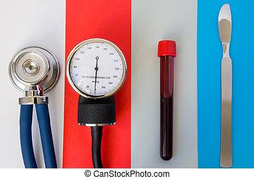 concept, kunst, items, buis, sphygmomanometer, poliklinische patiënt, scalpel., of, staal, medisch, chirurgisch, set, bloed, diagnose, test, stethoscope, materialen, emergency:, ziekenhuis, care