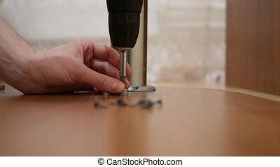 concept, meubles, maison, -, haut, montage, en mouvement, mains, fin, jambes, table, mâle