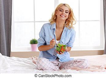 concept of healthy eating. happy woman eating vegetable vegetarian salad