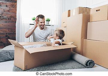 concept, père, fils, en mouvement, nouvelle maison