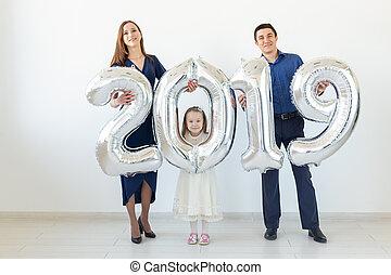 concept, salle, famille, année, -, fetes, année, fait, 2019, fond, tenue, nouveau, blanc, signe, ballons, argent, célébration