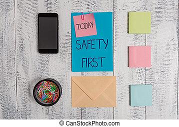 concept, texte, dire, smartphone, vendange, note, arrière-plan., sécurité, être, utilisé, first., sûr, enveloppe, la plupart, signification, important, lettre, bloc-notes, bois, clips, chose, écriture