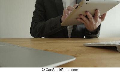 concept, work., tablette, bureau., devant, homme affaires, vue.