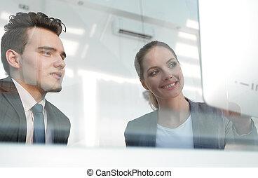 concept.colleagues, patrząc, ekran, komputer, handlowy