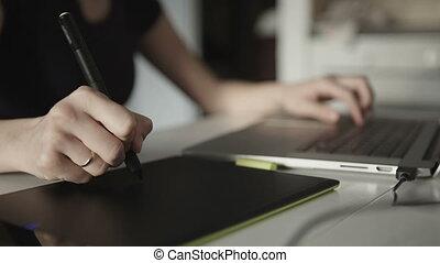 concepteur, femme, dessine, tablette, graphiques