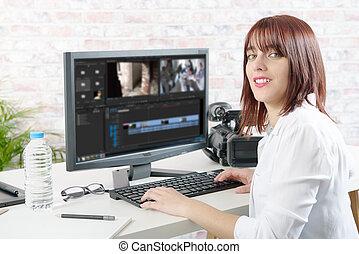 concepteur, jeune, informatique, vidéo, femme, utilisation, édition