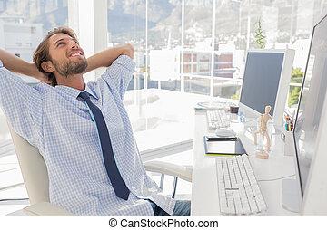 concepteur, penchement arrière, à, sien, bureau