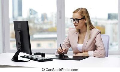 concepteur, tablette, femme affaires, ou, stylo, dessin