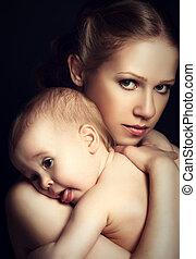 concepto, amor, familia , abrazar, harmony., tiernamente, madre, bebé, monocromo