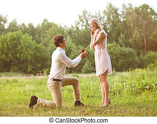 concepto, amor, -, pareja, el proponer, boda, mujer, anillo, fecha, hombre
