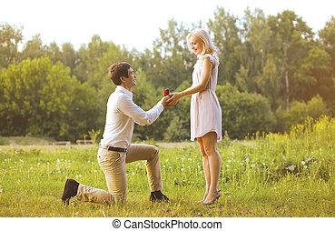 concepto, dar, amor, -, pareja, boda, mujer, anillo, fecha, hombre