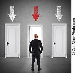 concepto, de, hombre de negocios, escoger, el, derecho, puerta