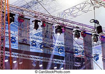 concert ao ar livre, holofotes, fase