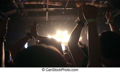 concert, gens, rocher, haut, ralenti, mains, récupérations directes