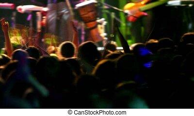 concert, mensen, applaudisseren, velen, achter, aanzicht