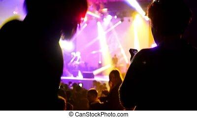 concert, rocher, fond, se-focused, gens