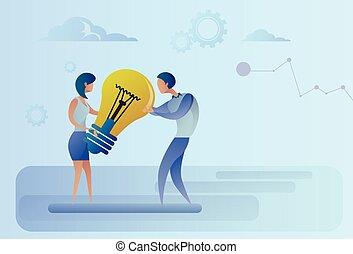 concetto, affari, luce, condivisione, idea, creativo, holding donna, bulbo, uomo nuovo