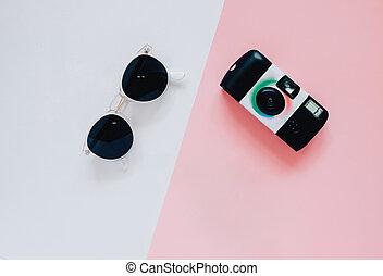 concetto, appartamento, stile, moda, occhiali da sole, colorare, cima, creativo, fondo, macchina fotografica, disposizione, minimo, vista