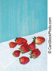 concetto, cima legno, tovagliolo, lino, tabletop, legno, fragole fresche, bacche, intero, rosso, vista