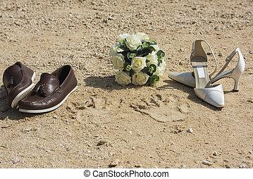 concetto, scarpe, anelli, sabbia, matrimonio, spiaggia