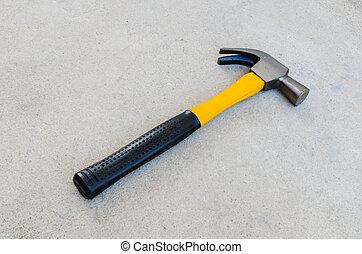 concreto, martillo, amarillo, piso