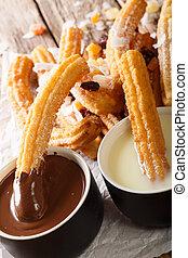 condensed, verticale, dolce, churros, caldo, profondo-fritto, servito, close-up., latte cioccolato