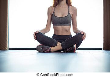 condicão física, mulher, chão, sentando