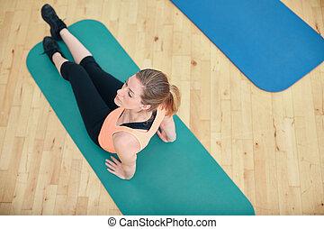 condicão física, mulher, exercitar, ligado, um, condicão física, tapete