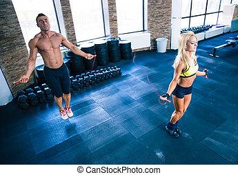 condición física, hombre y mujer, entrenamiento, con, cuerda que salta
