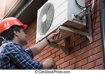 condicionamiento, aire, técnico, unidad, al aire libre, de conexión, hardhat
