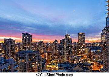condomínio, edifícios, em, centro cidade, vancouver, bc, em, amanhecer