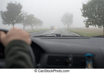 conducción, coche, otro, por, vehículo, niebla, vistos, ...