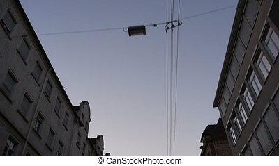 conduire, pendant, électrique, lignes, ville, maisons