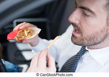 conduite, jonque, voiture, nourriture, assis, manger, homme