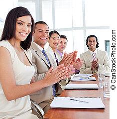 conférence, équipe, applaudir, business, multi-ethnique, après