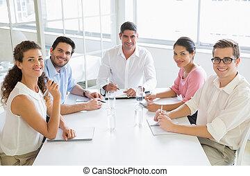 conférence, affaires gens, sourire, table