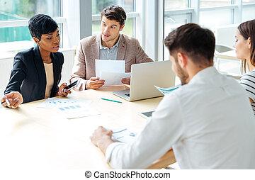 conférence, fonctionnement, business, businesspeople, ensemble, salle réunion