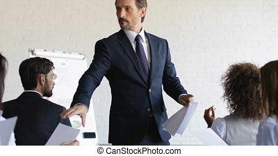 conférence, formation, concept, groupe, business, businesspeople, fâché, après, résultats, satisfait, pas, pendant, education, réunion, séminaire, homme