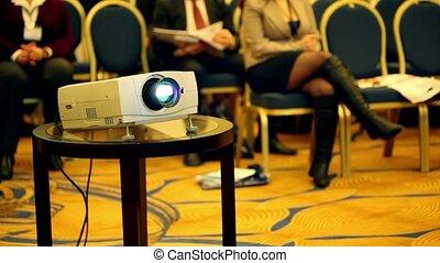 conférence, gens, salle, peu, fond, projecteurs