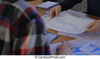 conférence, groupe, professionnels, travail, diagramme, pendant, équipe, financier, discuter