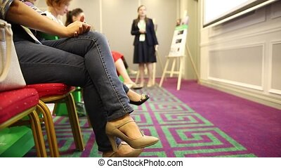 conférence, interlocuteurs, jambes, professionnels