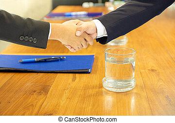 conférence, poignée main, salle, business, bois, arrosez verre, table.