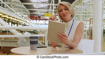 conférence, utilisation, tablette, foyer, femme affaires