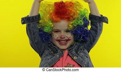 confection, amusement, espèces, avoir, faces, enfant, peu, clown, girl, perruque, argent, idiot, dollar, billets banque