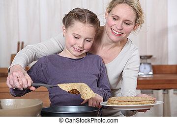 confection, fille, crêpes, ensemble, mère
