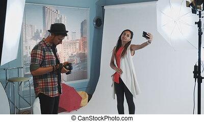 confection, moderne, smartphone, studio photo, noir, selfie, joli, pousse, modèle, pendant