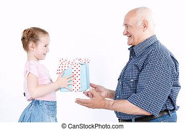 confection, petite-fille, présent, grand-père