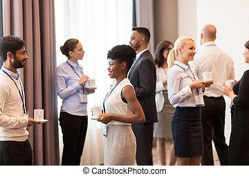 conferência, café, emblemas, pessoas negócio